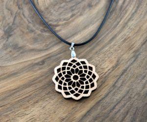 Lesena ogrlica Roža